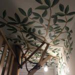 plafond/muurschildering boom geschilderd door LINDESIGN
